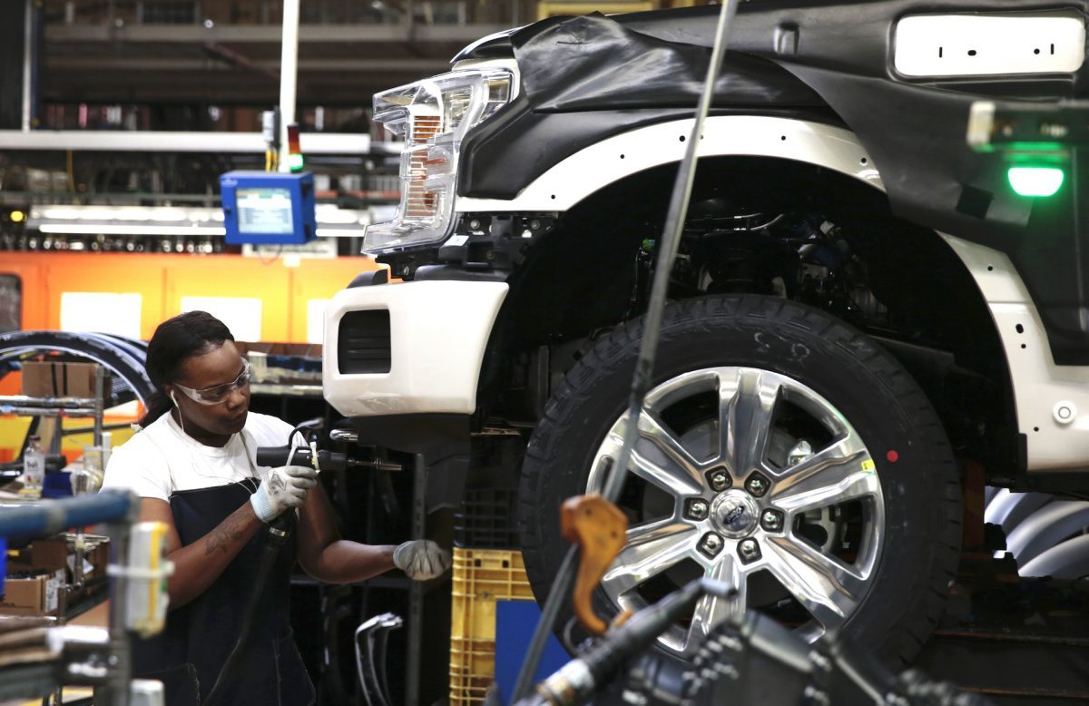 Ford Motor Co To Cut 10 Of White Collar Jobs As Part Of