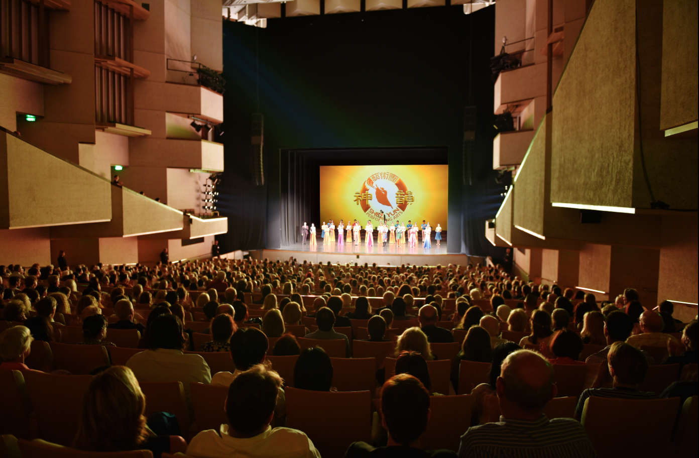 Brisbane Music Lecturer Congratulates Shen Yun for Showcasing Both East and West Art