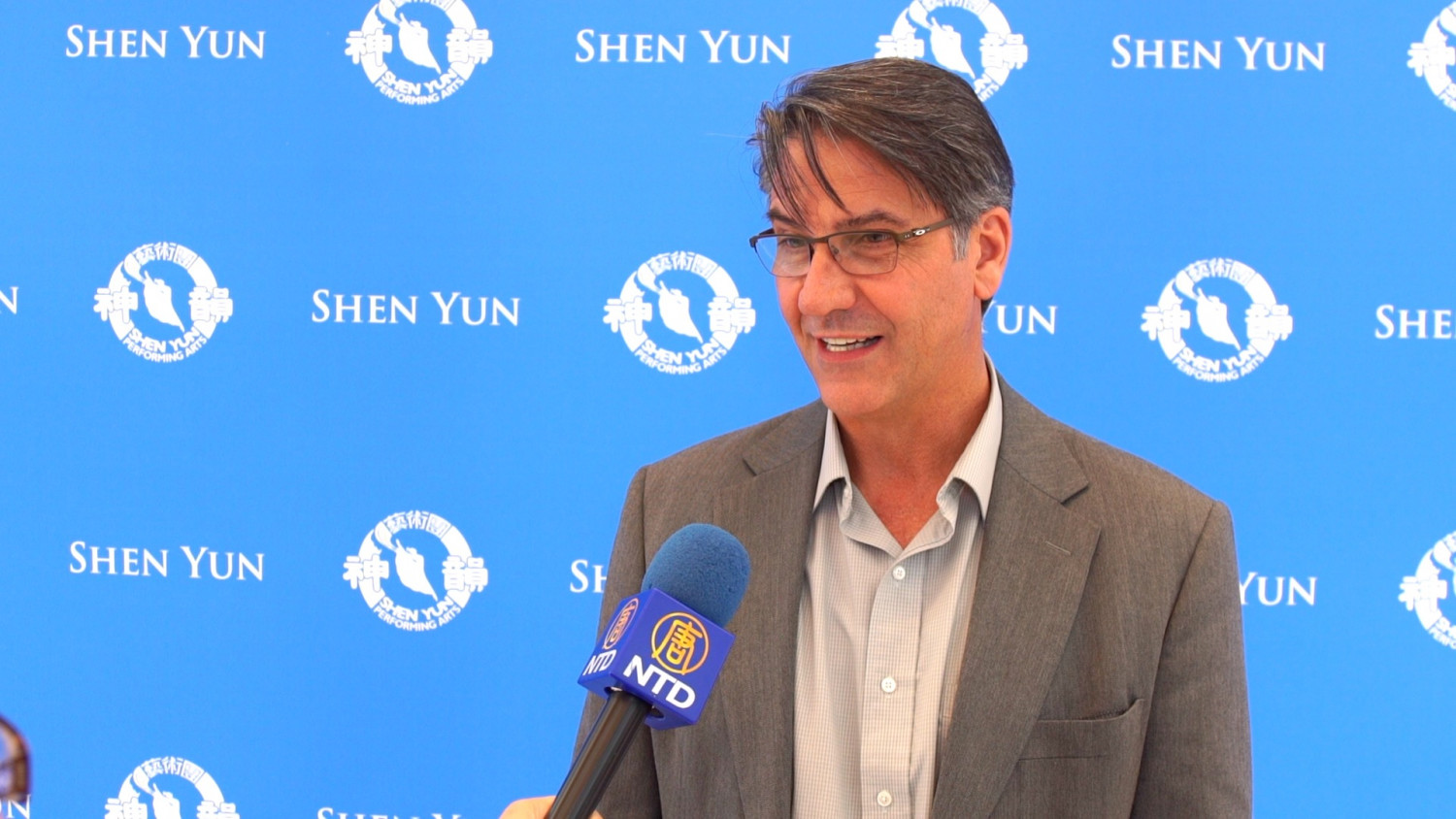 Mayor Admires Shen Yun's Modesty and Virtue