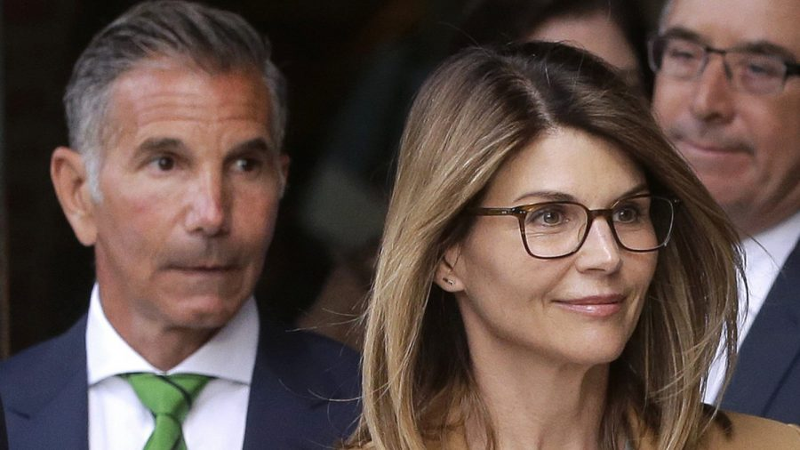 Lori Loughlin and Husband Surrender Passports, Waive Right to Preliminary Hearing