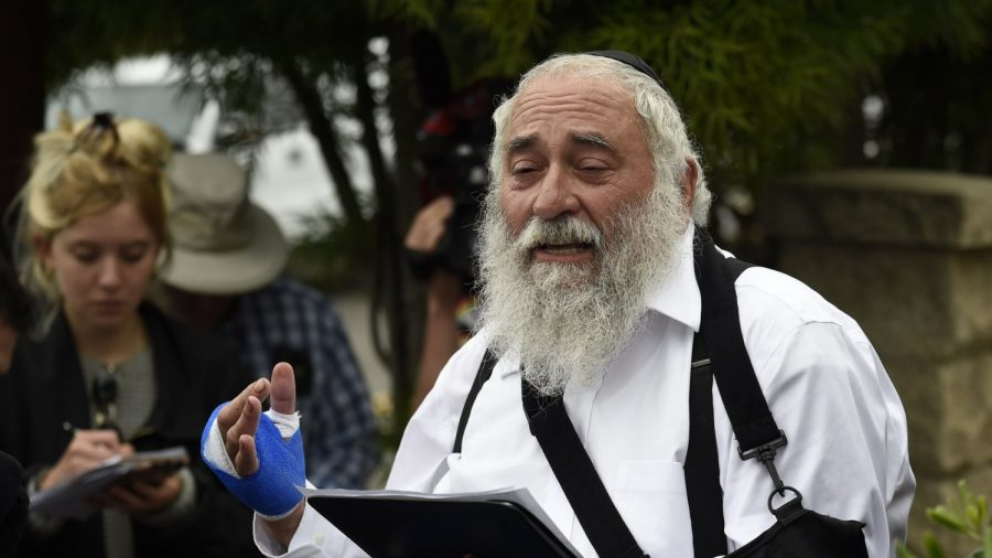 Trump Says He Spoke With Rabbi After Synagogue Shooting, Praises Him as 'Great Guy'