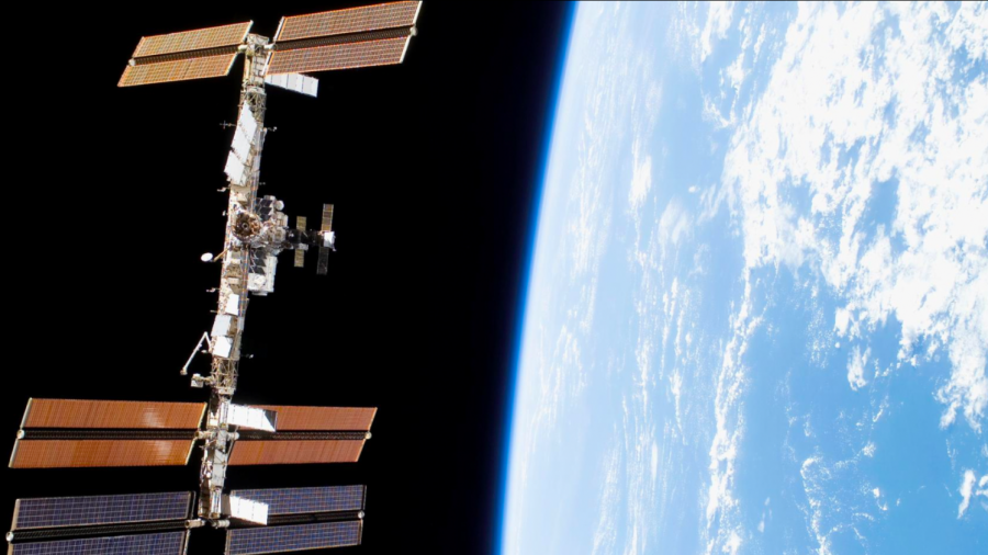 NASA To Allow Private Citizens On Space Station