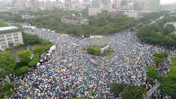 Tens of Thousands Taiwaneses protest