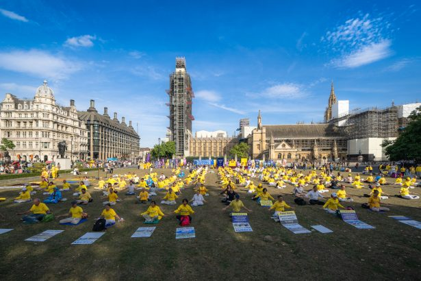 Over 1,000 March Through London to Stop Falun Gong Persecution
