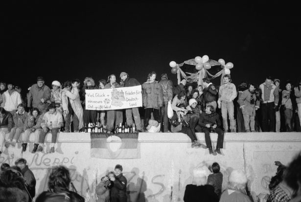 Party On The Berlin Wall