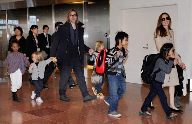 Accompanied by their six children, US movie star Brad Pitt and Angellina Jolie appear before photographers upon their arrival