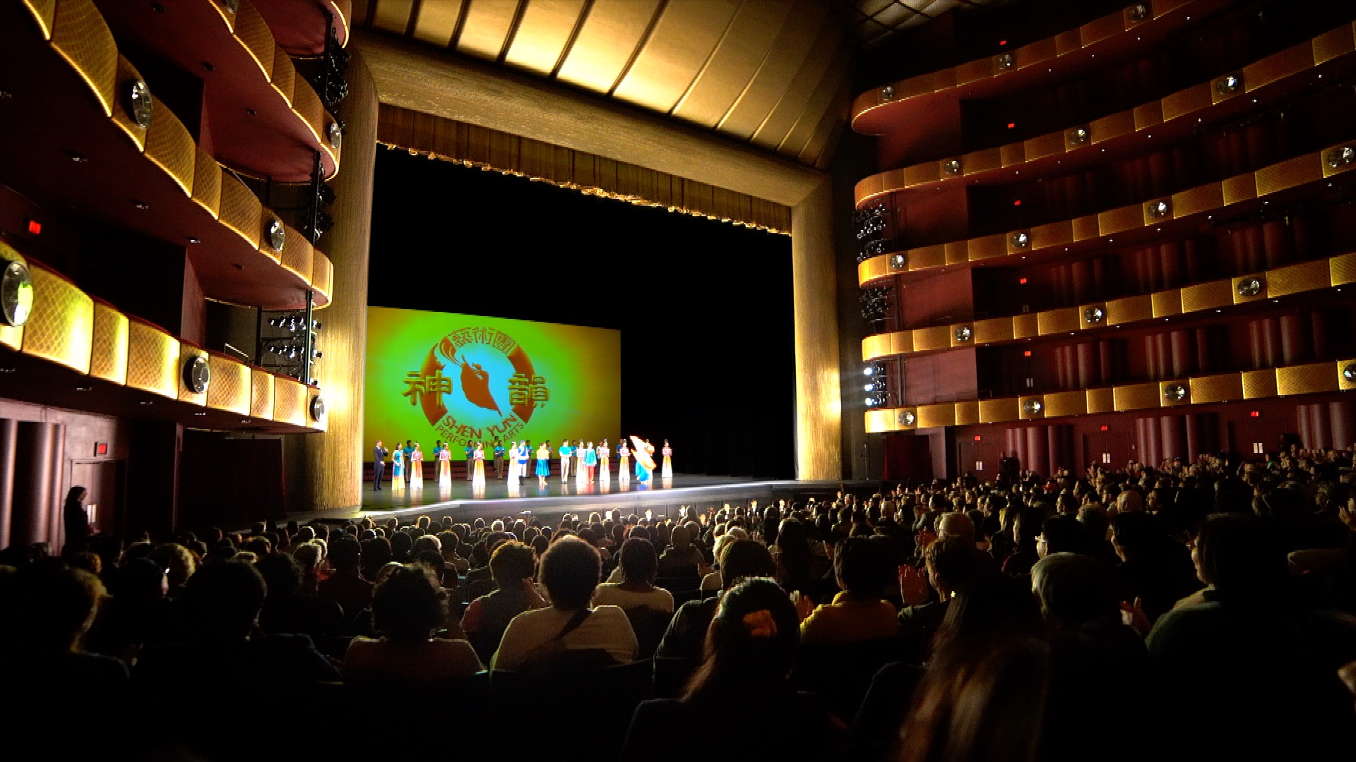 """Retired Government officer: Shen Yun Performance """"Takes You Into Another World"""""""