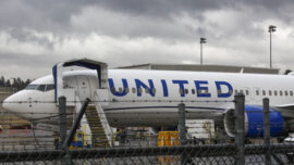 United Airlines Pauses COVID-19 Vaccine Mandate for Workers Seeking Religious, Medical Exemptions