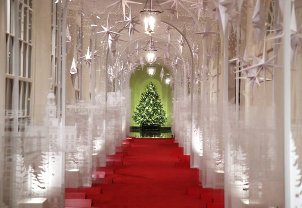 white-house-christmas-decoration-east-colonnade-2019