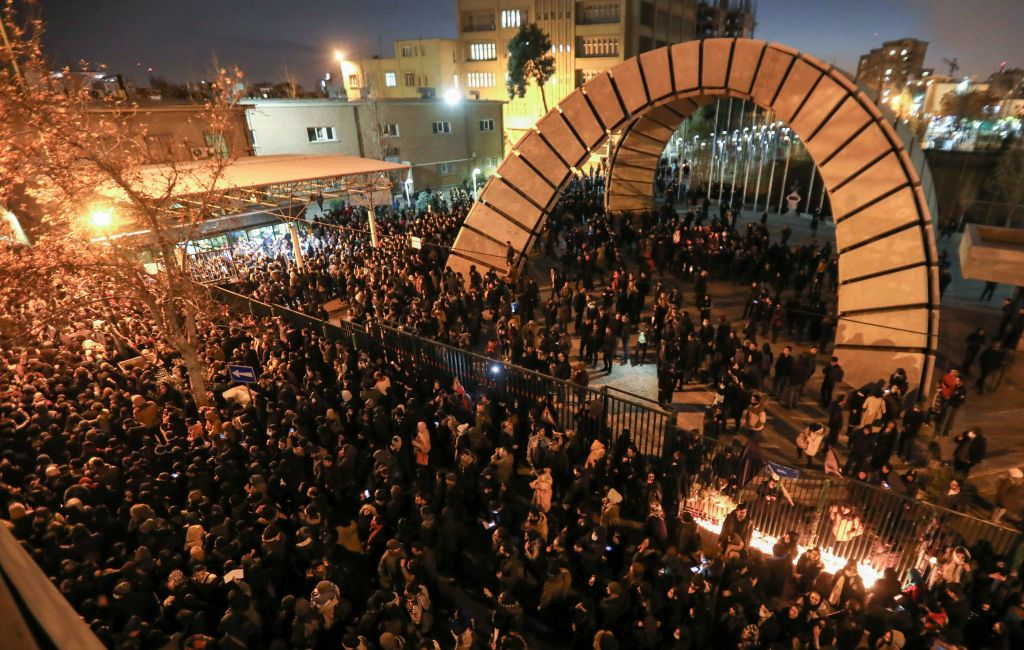 Iranians students demonstrate