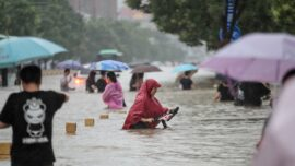 Chinese Residents Struggle in Rising Flood Water